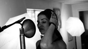 טניה הקלטת שיר במתנה
